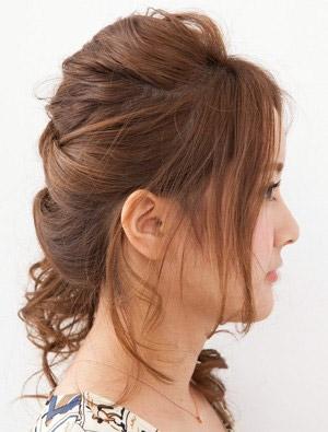 自分でできる髪型 セミロングヘアのねじりハーフアップスタイル1-2-2