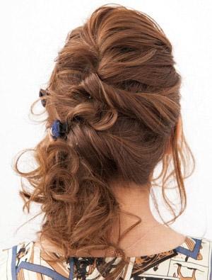 自分でできる髪型 セミロングヘアのねじりハーフアップスタイル1-2-3