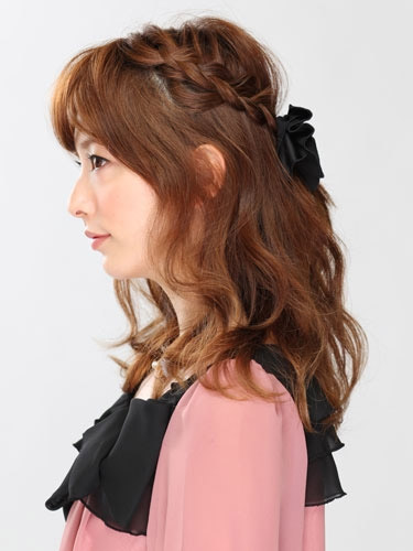自分でできる髪型 セミロングヘアの編み込みハーフアップスタイル3-6-2