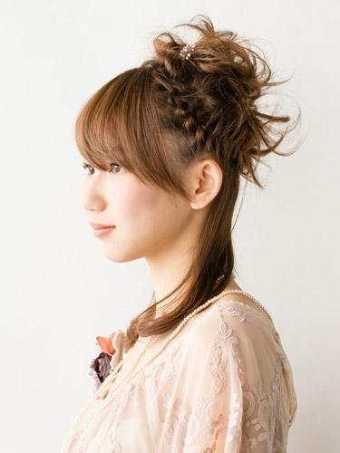 自分でできる髪型 セミロングヘアの編み込みハーフアップスタイル3-7-2