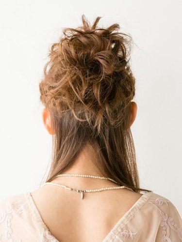 自分でできる髪型 セミロングヘアの編み込みハーフアップスタイル3-7-3