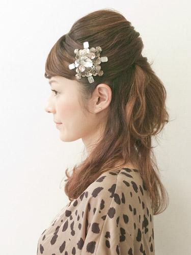 自分でできる髪型 セミロングヘアのねじりハーフアップスタイル1-8-2
