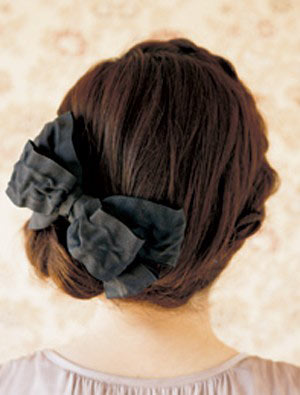 自分でできる髪型 セミロングヘアの編み込みアップスタイル1-1-3