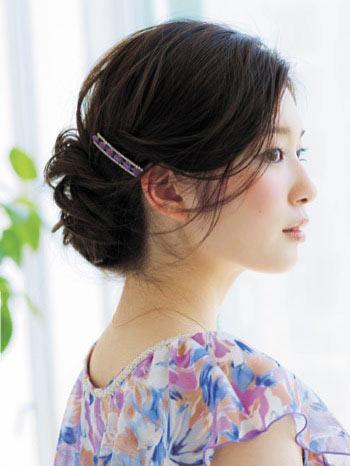 自分でできる髪型 セミロングヘアのねじりアップスタイル2-4-1