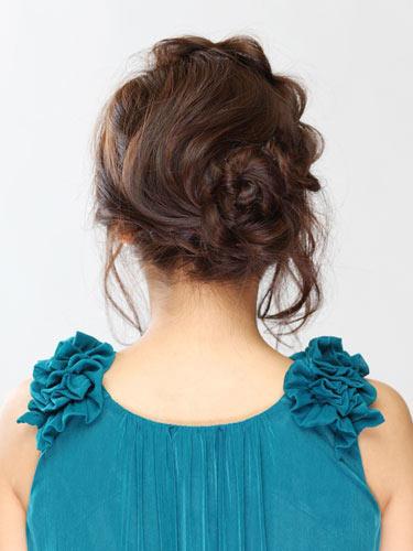 自分でできる髪型 セミロングヘアのねじりアップスタイル2-5-2