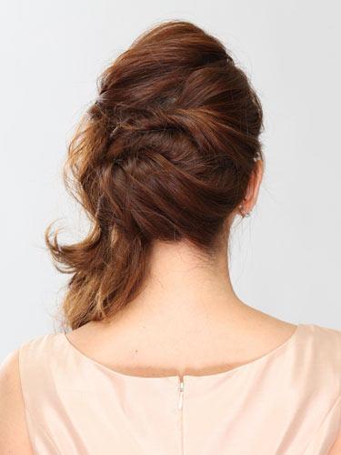 自分でできる髪型 セミロングヘアのねじりアップスタイル2-6-2