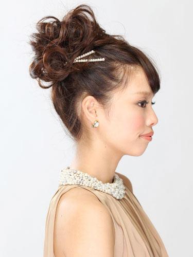 自分でできる髪型 セミロングヘアのポニーテールアップスタイル3-6-2