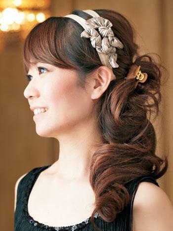 自分でできる髪型 セミロングヘアのお団子アップスタイル4-8-1
