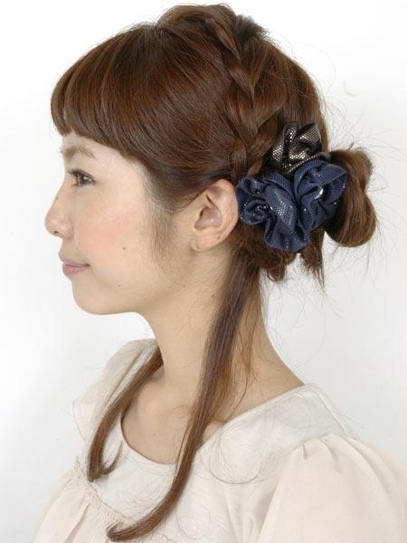自分でできる髪型 セミロングヘアのお団子ベースのアップスタイル4-2-2