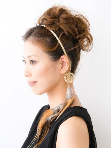 自分でできる髪型 セミロングヘアのお団子ベースのアップスタイル4-5-2