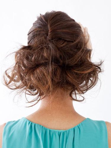 自分でできる髪型 セミロングヘアのねじりアップスタイル2-7-3