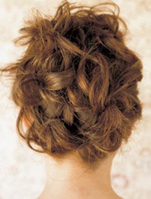 自分でできる髪型 セミロングヘアの編み込みアップスタイル1-6-3
