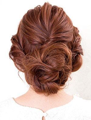 自分でできる髪型 セミロングヘアのねじりアップスタイル2-2-3