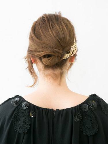 自分でできる髪型 ショートヘアねじるアップスタイル2-3