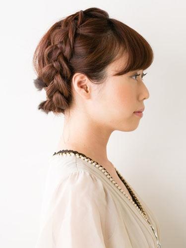 自分でできる髪型 ショートヘア編み込みでアップスタイル1-2